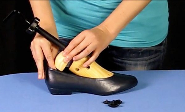Step 2: Insert the shoe stretcher and turn clockwise until it gets snug.