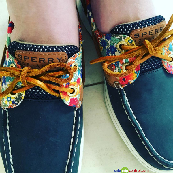 A pair of natural brown shoe strings is a good choice for classic styles, as the hue complements the dark blue of the boat shoes